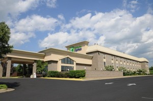 holiday_inn_express_facade-590x391